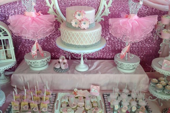 Ducky baby shower ideas baby ideas for Baby clothesline decoration baby shower