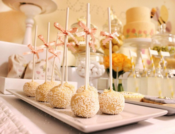 bee-baby-shower-cakepops2