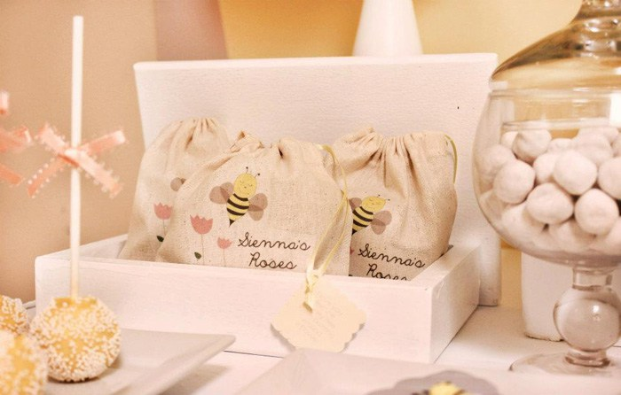 bee-baby-shower-favor