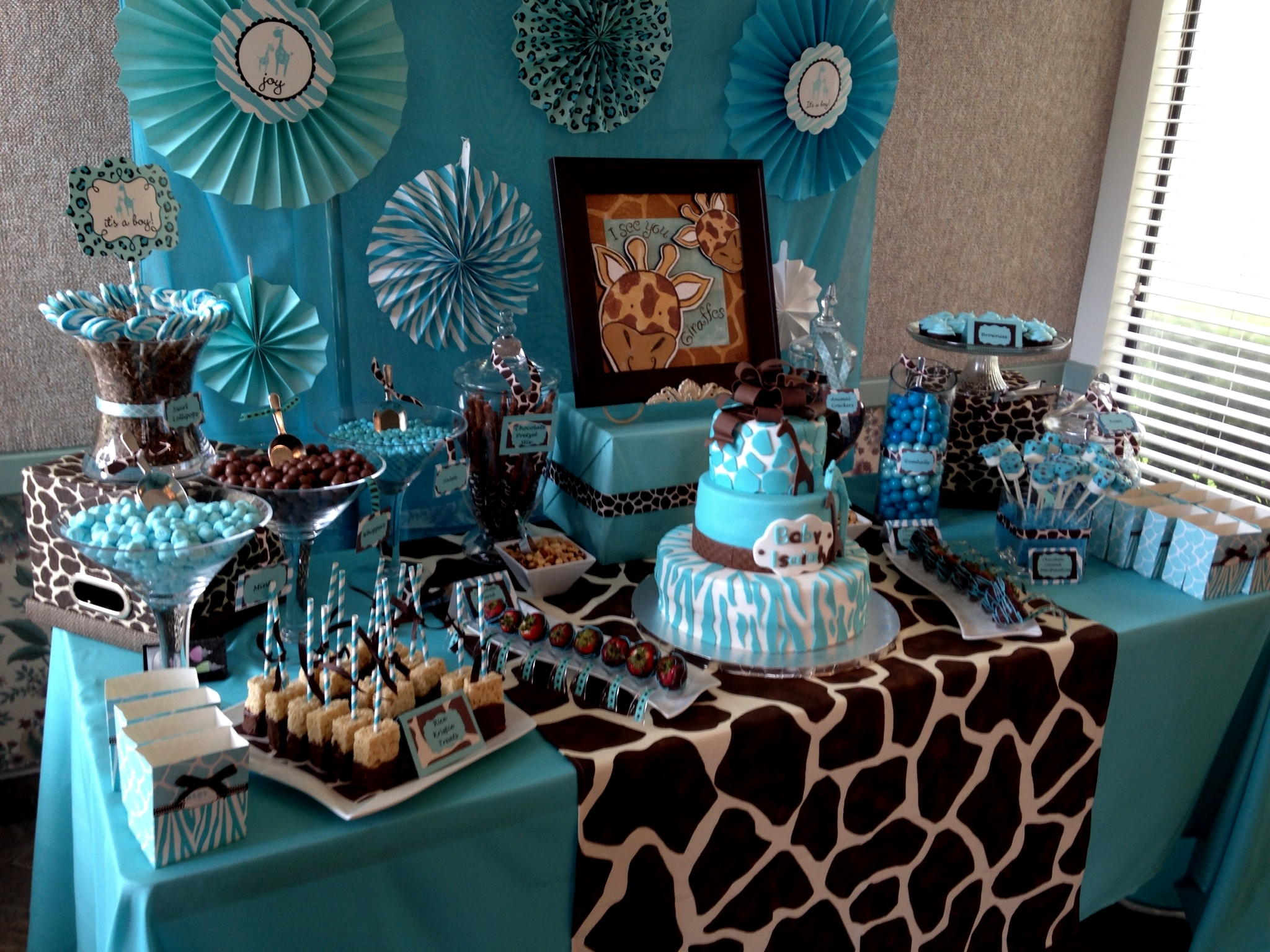giraffe baby shower could be the dream animal baby shower that you