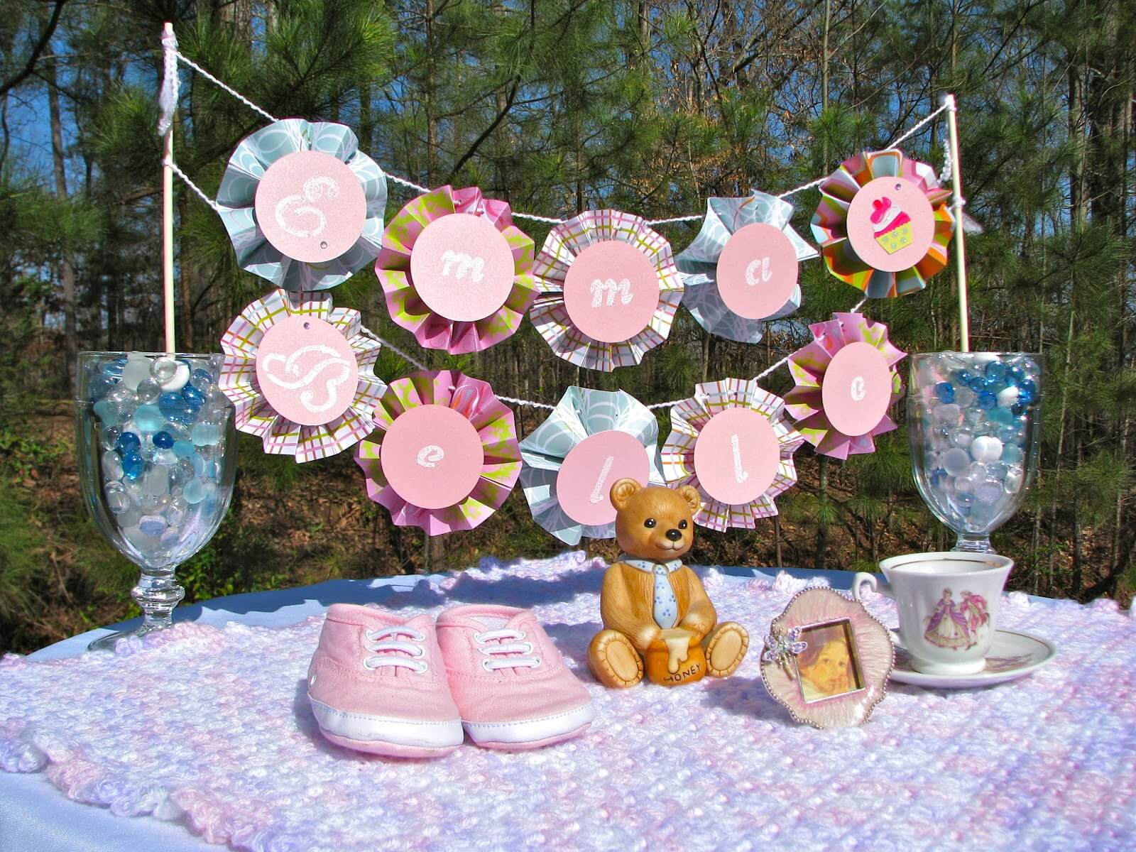 Lots of baby shower banner ideas decorations for Baby shower decoration pics