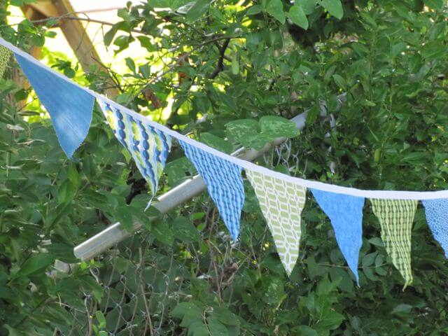 Quick-n-Easy Fabric Bunting Banner {Tutorial}